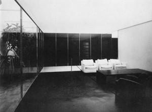 1-3 「ガラスの部屋」